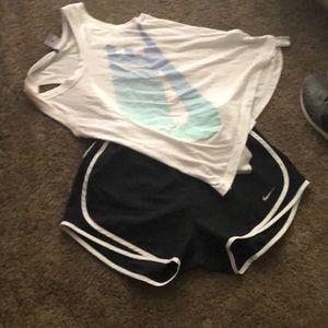 Black white Nike shorts woman 👩